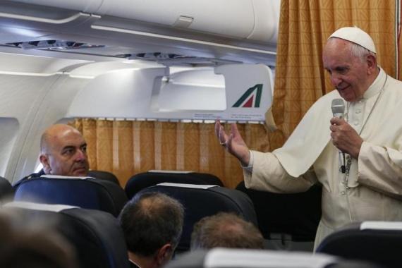 Papa Francesco durante il volo di ritorno dall'Armenia!