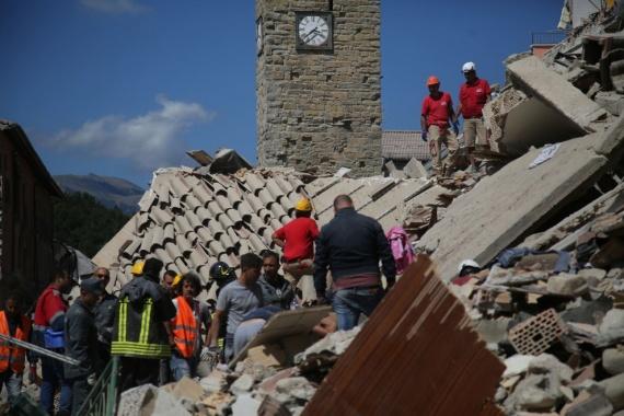 Il terremoto: spinti e guidati da una strana forza